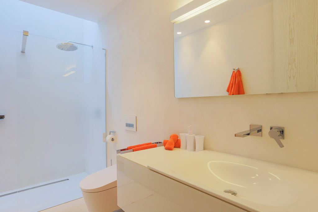 Ванная комната виллы в аренду в Кала Конта