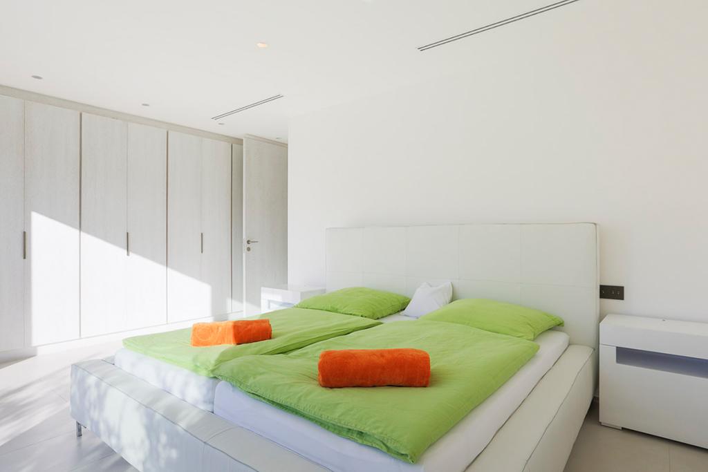 Уютная спальня виллы в аренду в Кала Конта