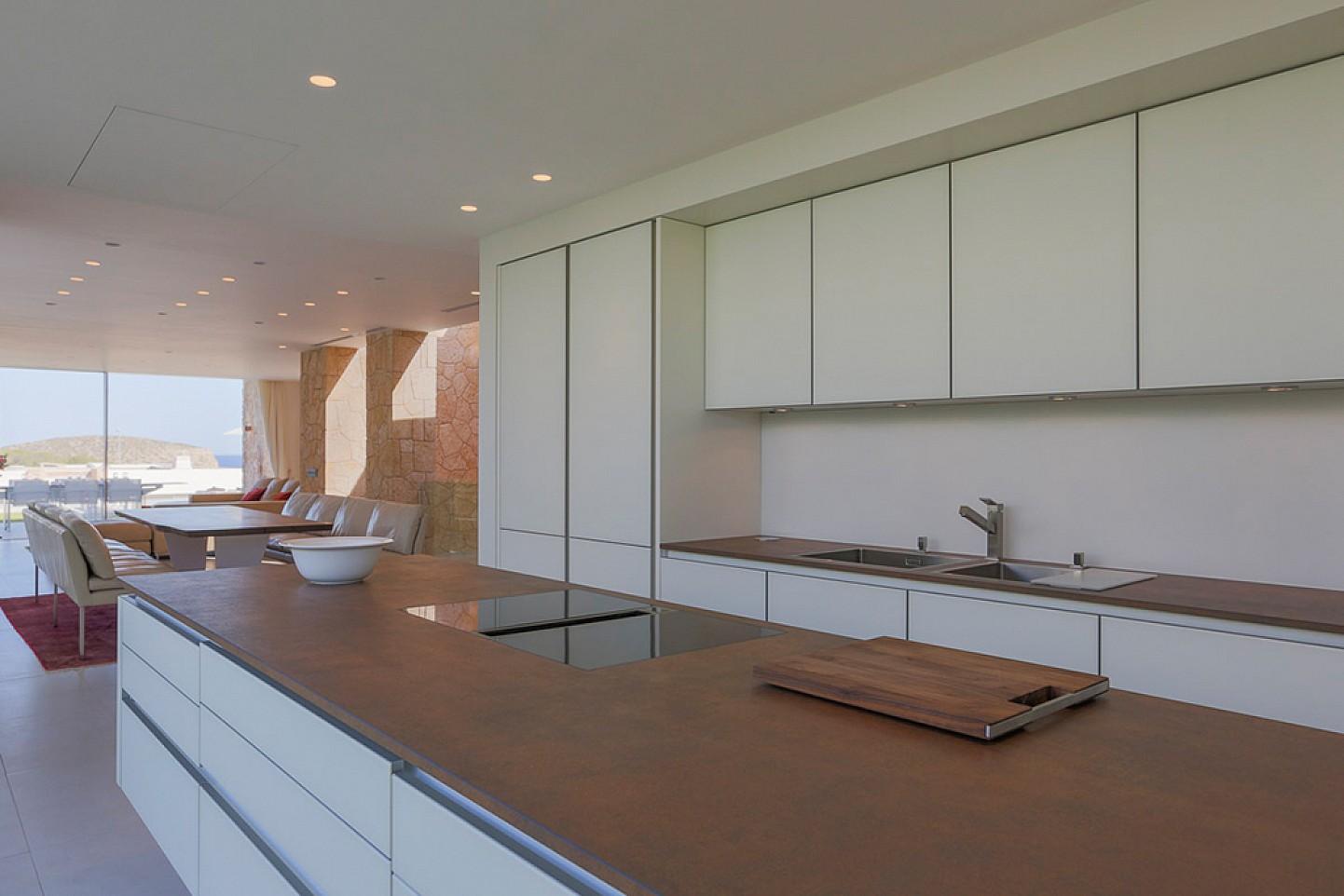 Cocina espaciosa completamente equipada