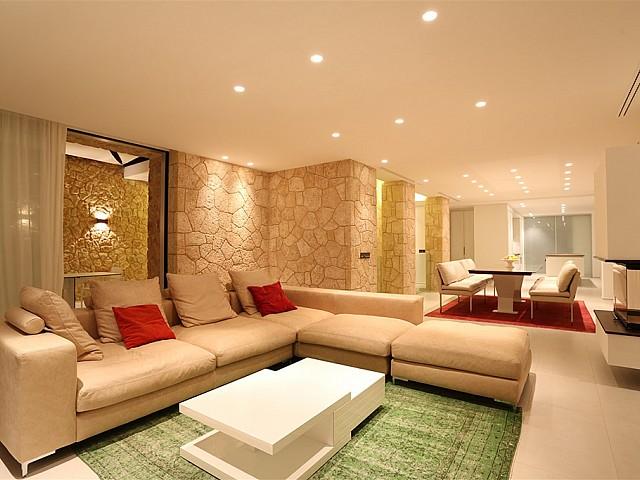 Просторная гостиная виллы в аренду в Кала Конта