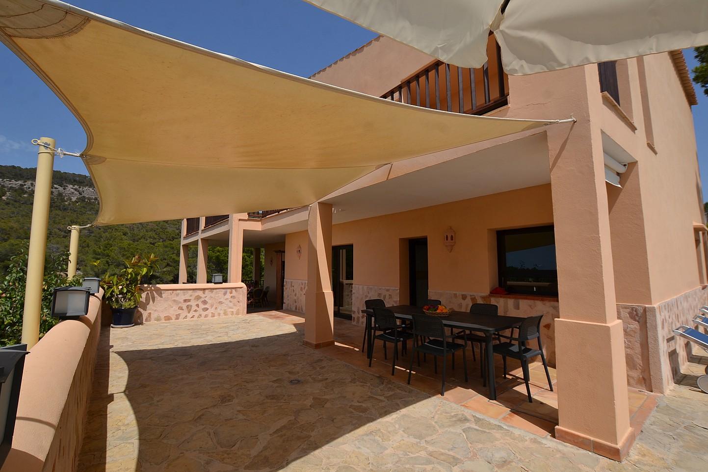Солнечная терраса дома в аренду в Кала Ваделья