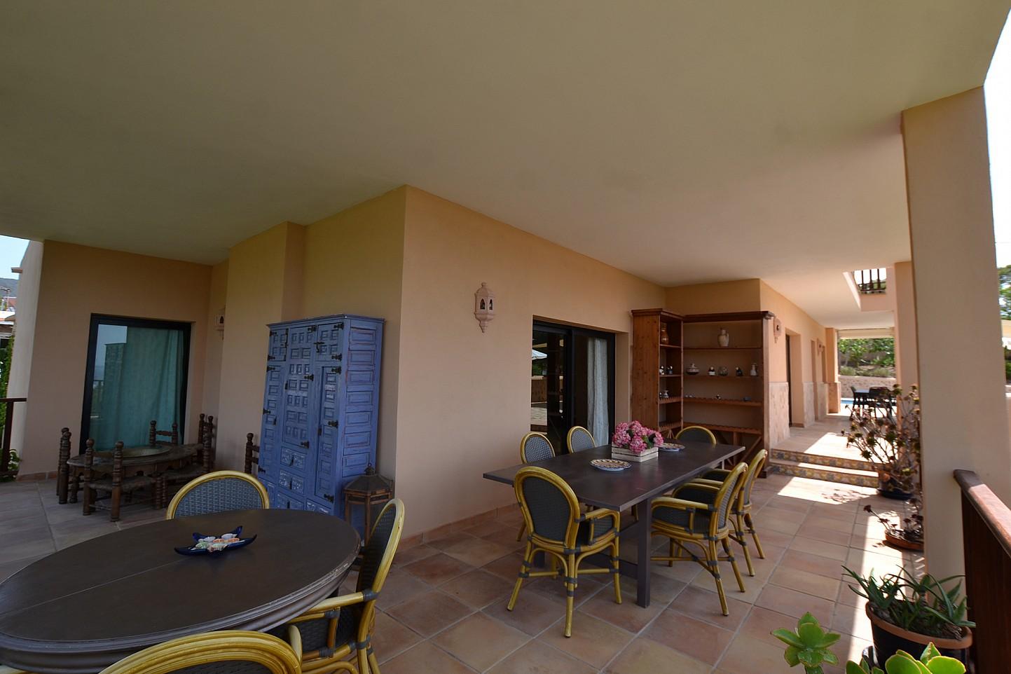 Потрясающая терраса дома в аренду в Кала Ваделья