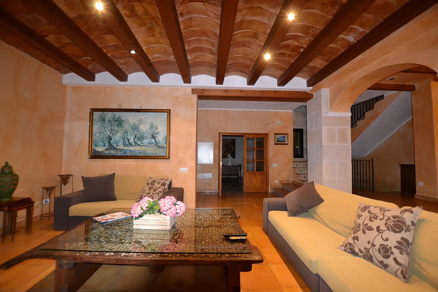 Просторная гостиная дома в аренду в Кала Ваделья