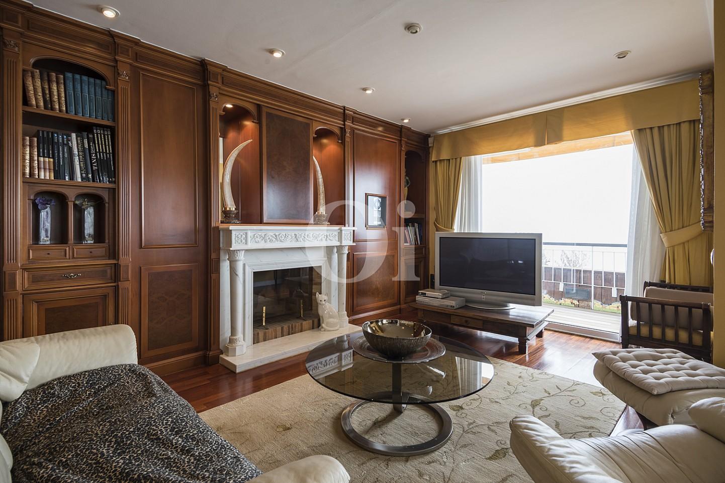 Precioso salón-comedor amplio con chimenea