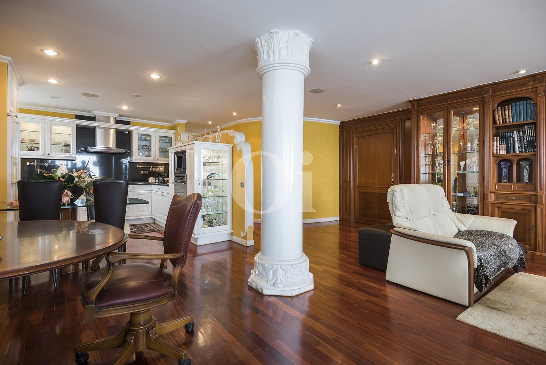Vistas interiores del salón-comedor