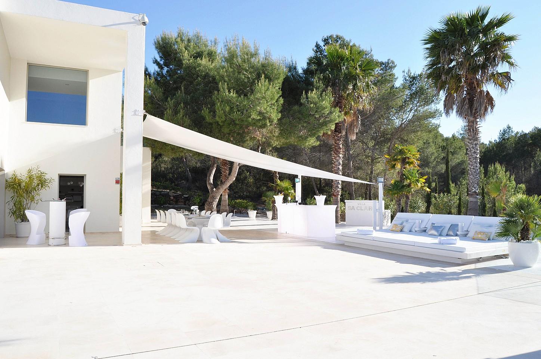 Солнечная терраса виллы в аренду на Ибице