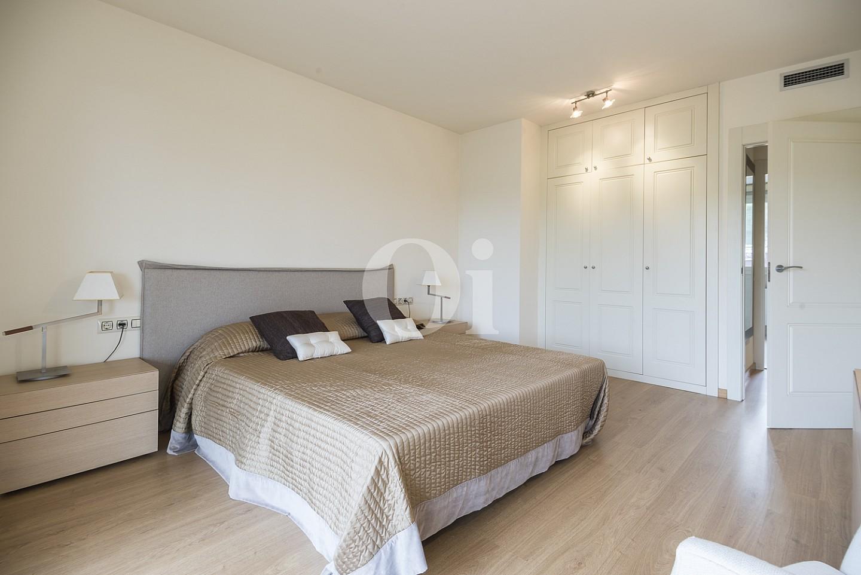 Dormitori amb armaris encastellats