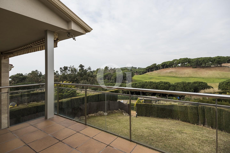 Vistas exteriores con el jardín