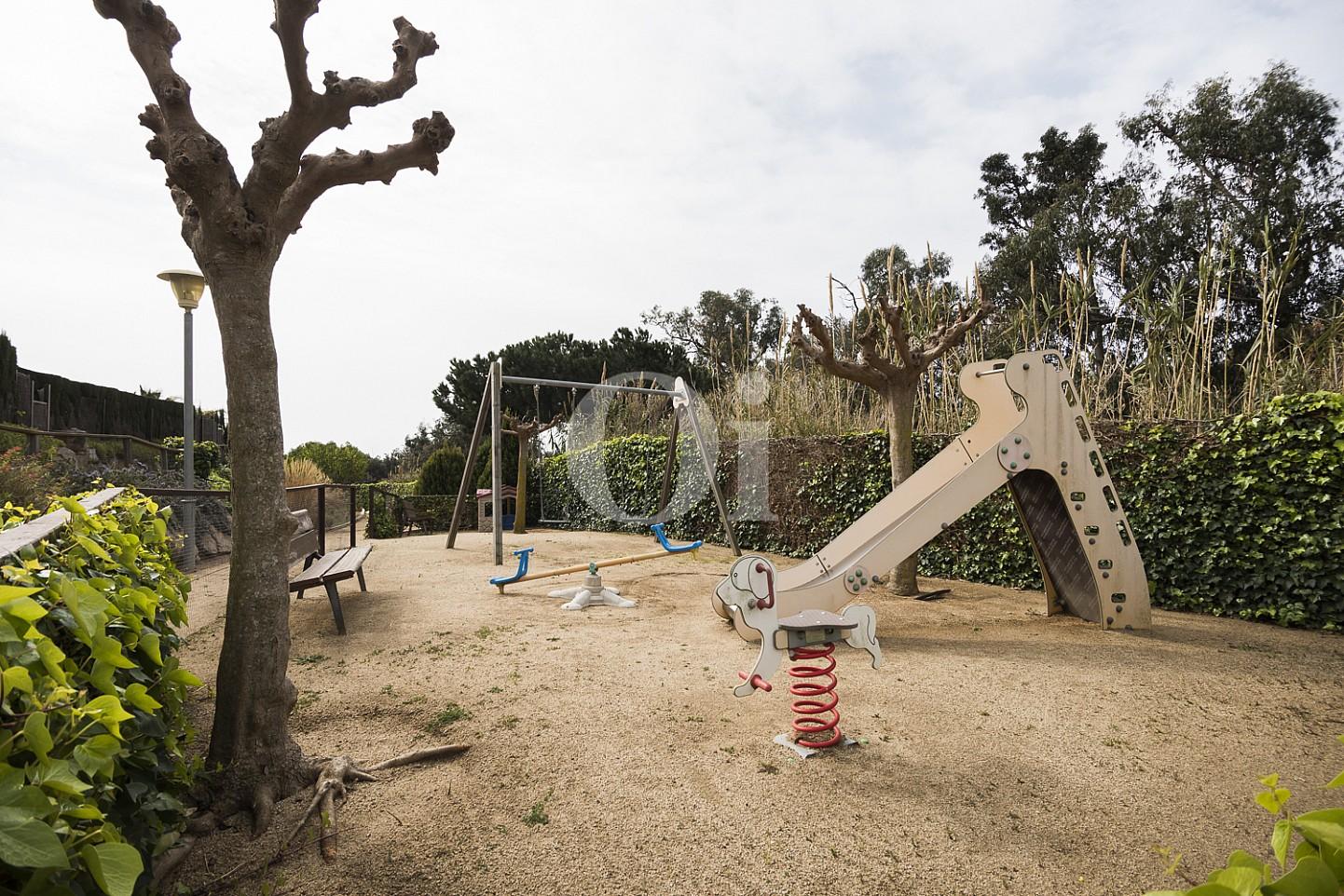 Детская площадка дома на продажу в Сант Висенс де Монтальт