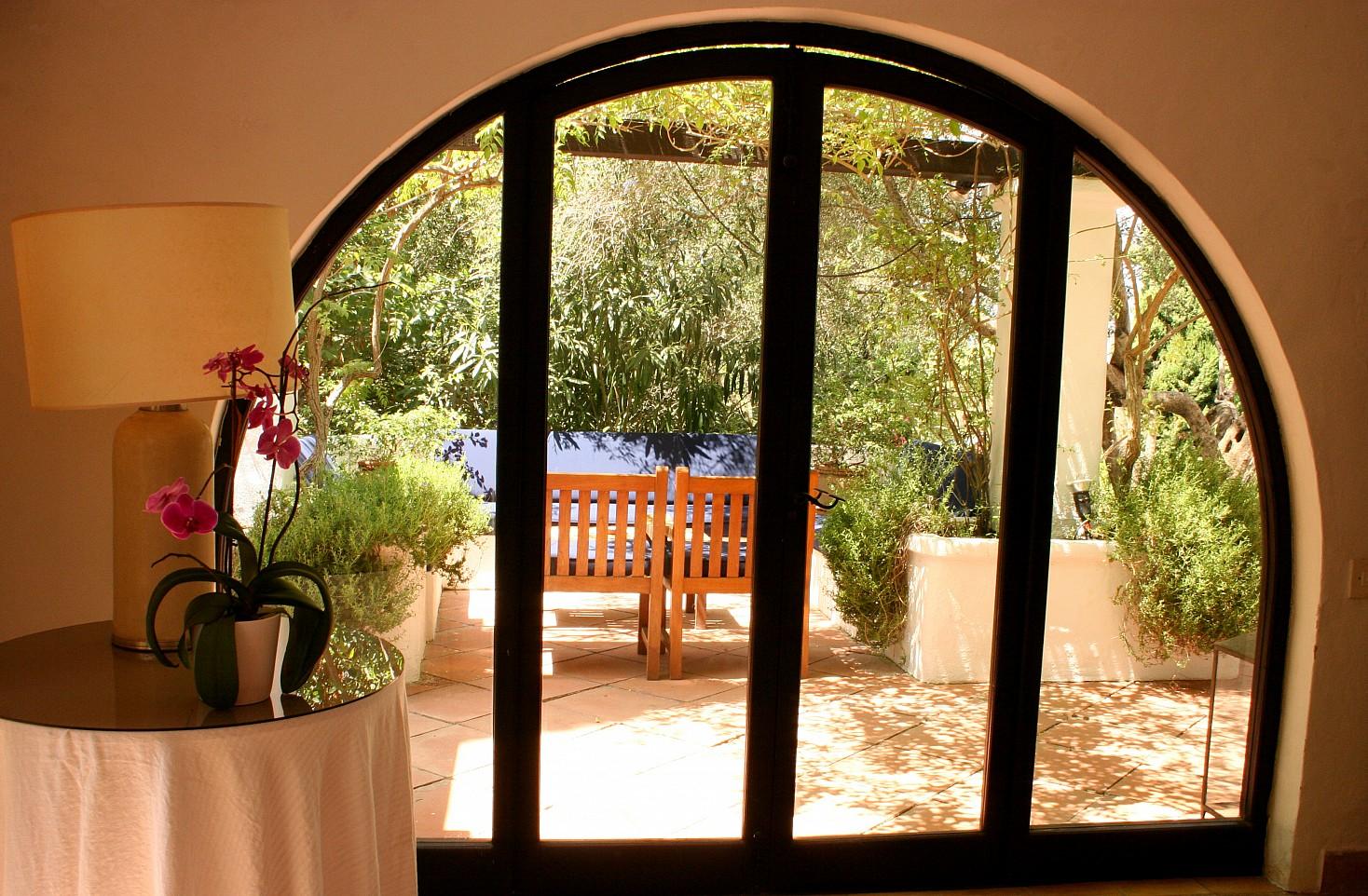 Шикарная гостиная виллы в аренду в Сан Рафаэль