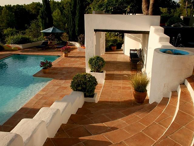Шикарный бассейн виллы в аренду в Сан Рафаэль