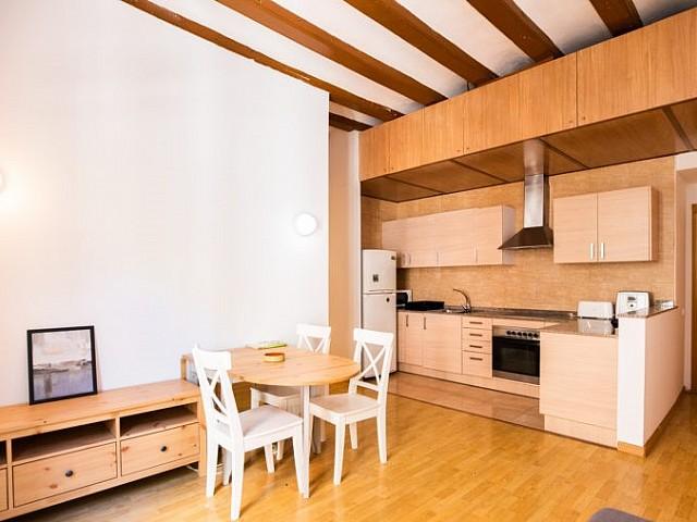Precioso piso de 2 habitaciones dobles con balcón en Gótico
