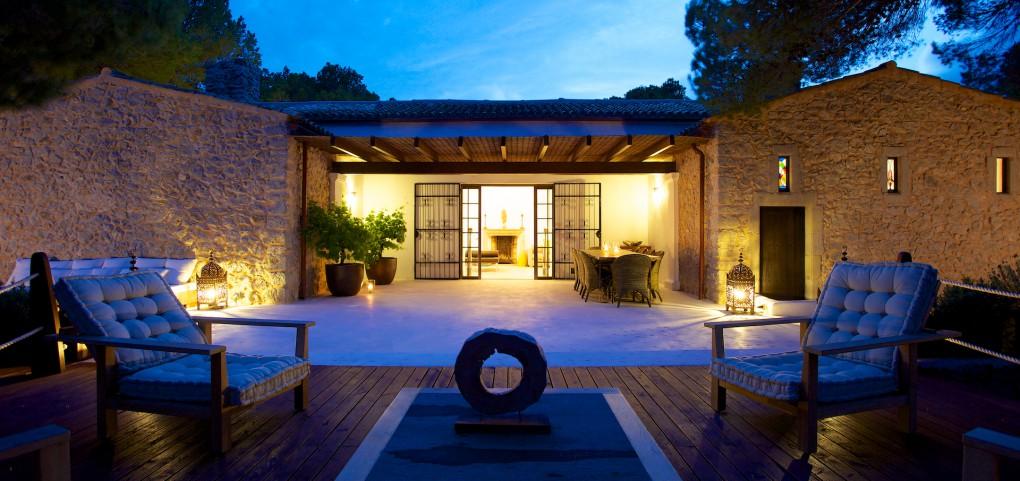 Magnífica iluminación de noche de la casa