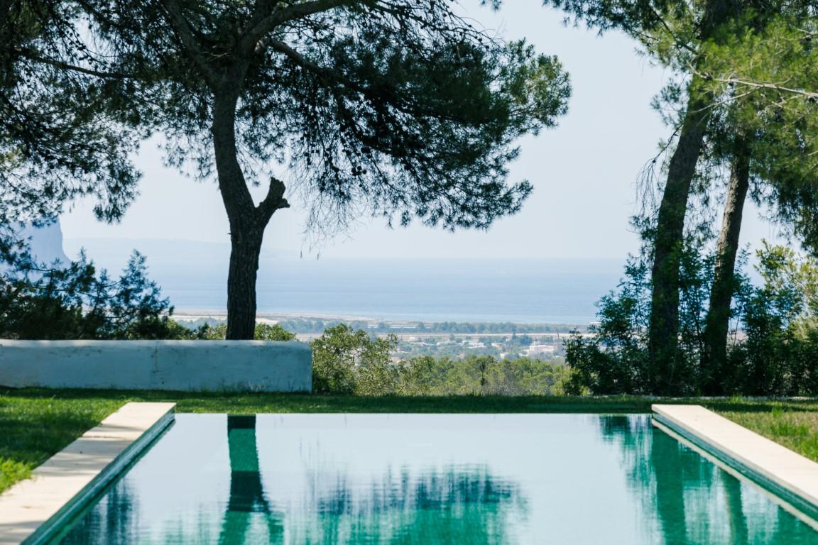 Excelentes vistas al mar desde la piscina infinity pool