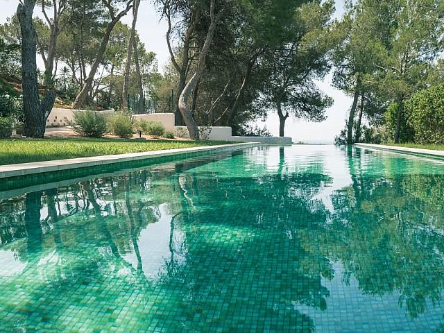 Gran piscina infinity pool