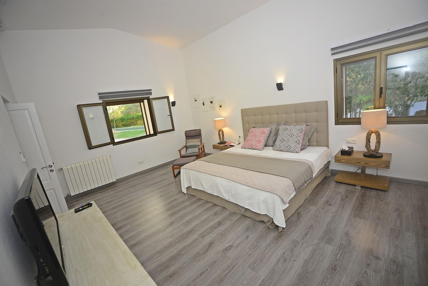 Dormitorio amplio y espacioso