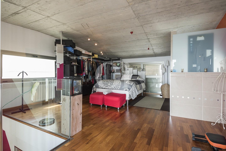 Светлая спальня дома в Кальдес дЭстрак