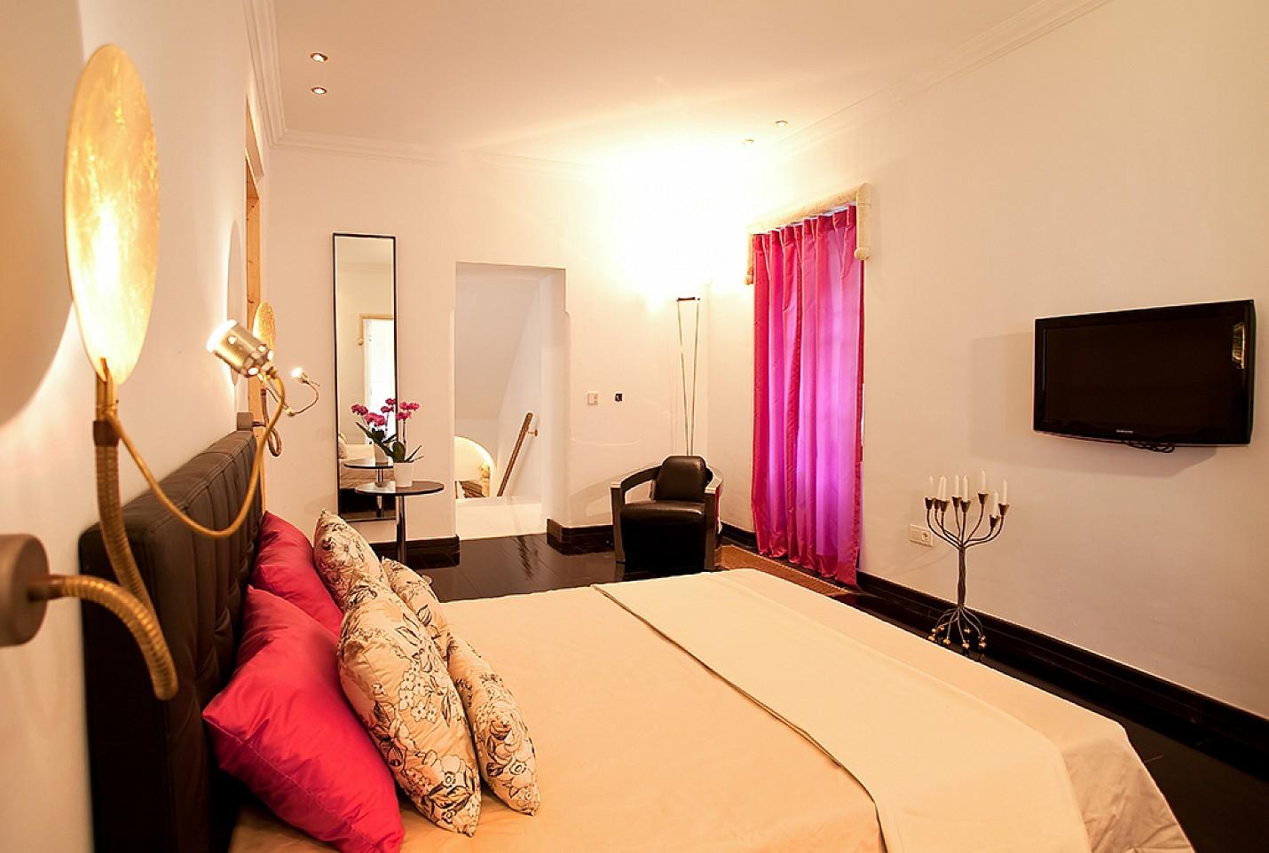 Просторная спальня дома в аренду в центре Ибицы