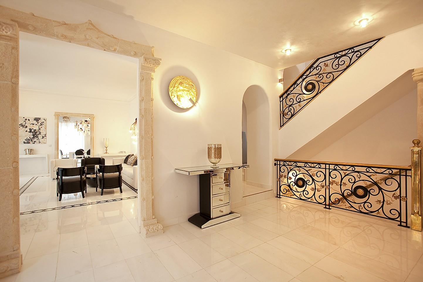 Холл дома в аренду в центре Ибицы