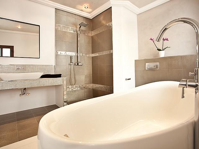 Ванная комната дома в аренду в центре Ибицы