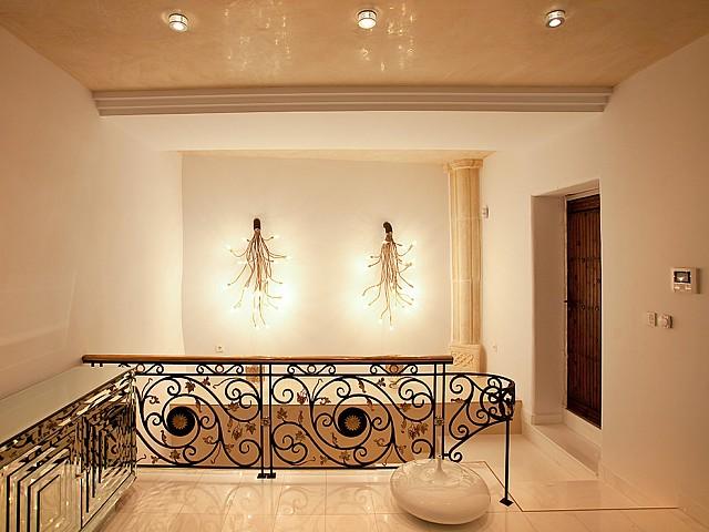 Просторная гостиная дома в аренду в центре Ибицы