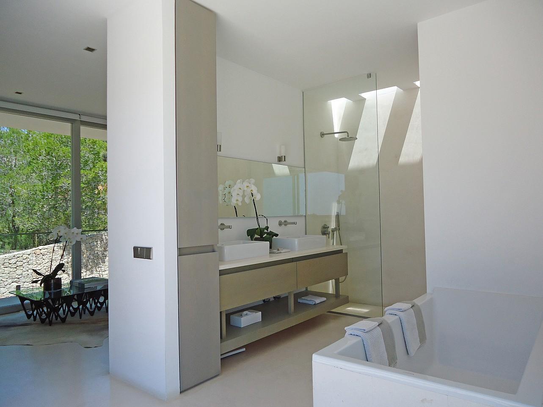 Ванная комната виллы в центре Барселоны