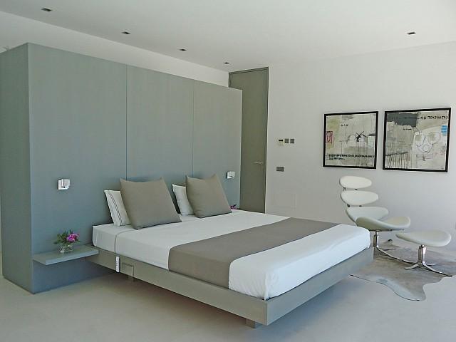Шикарная спальня виллы в центре Барселоны