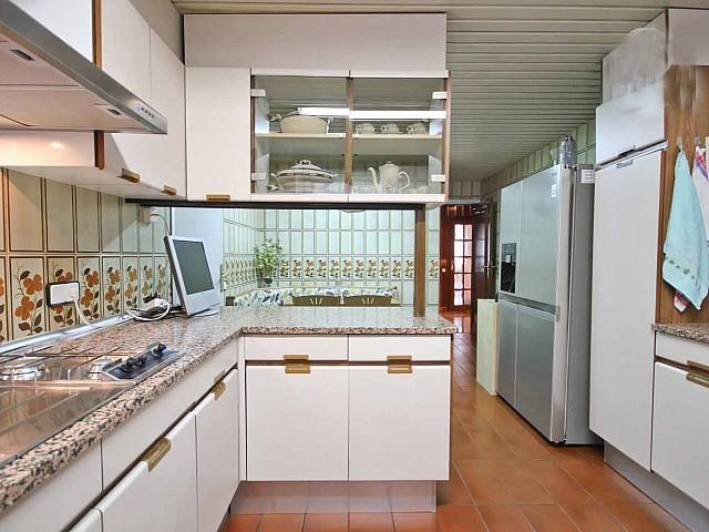 Современная кухня пентхауса в Бонанова