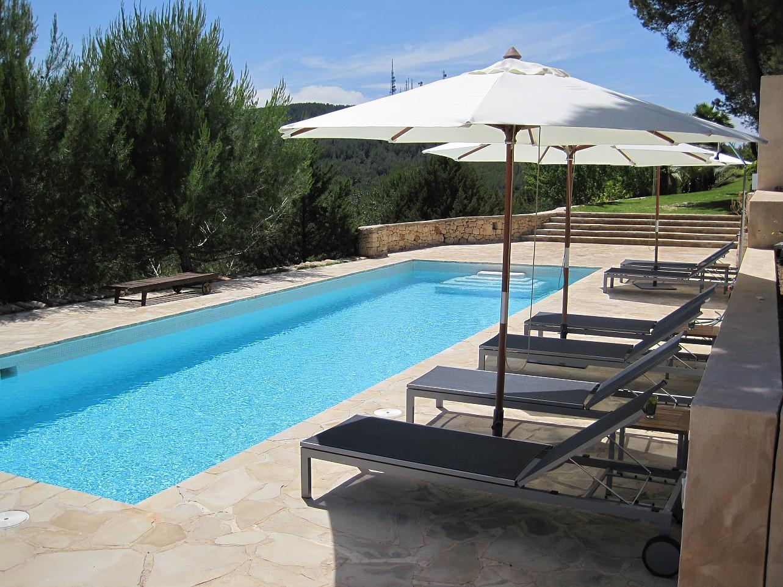 Шикарный бассейн комплекса с 2 виллами в Сан Лоренсо
