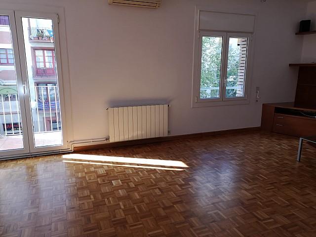 Oportunidade de alugar um apartamento exterior muito bem localizado no Camp de L'Arpa