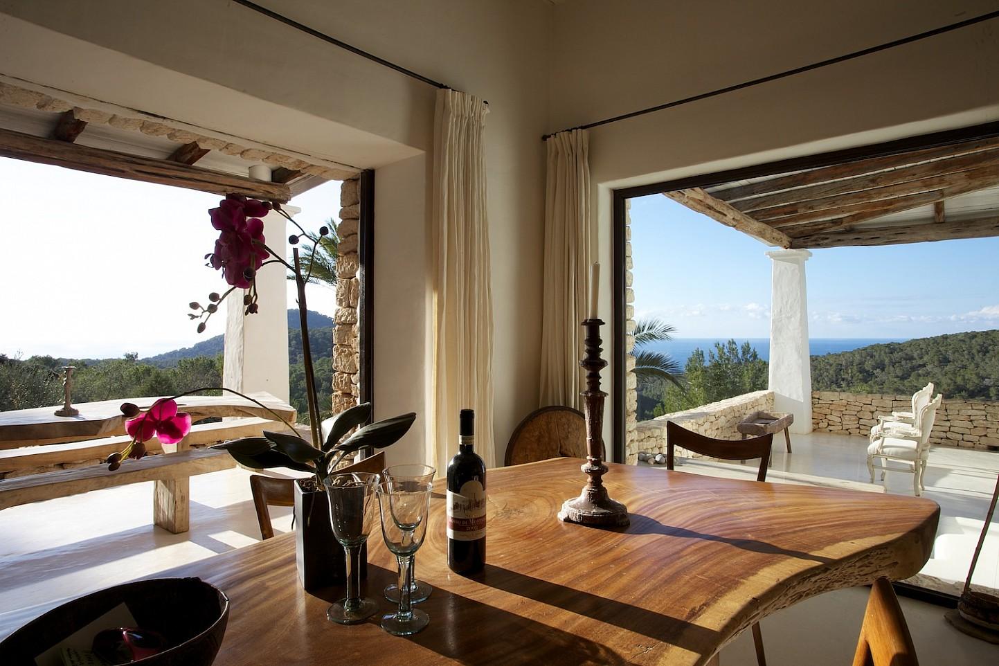 Просторная гостиная виллы в Сан Агустин
