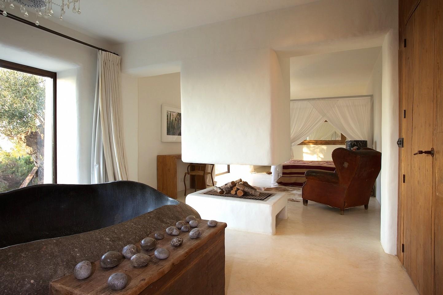 Шикарная спальня виллы в Сан Агустин