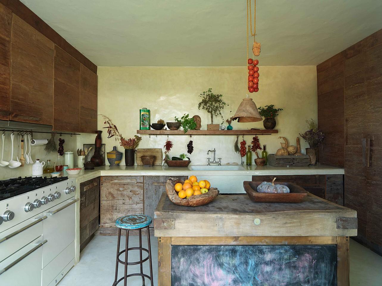 Современная кухня виллы в Сан Агустин
