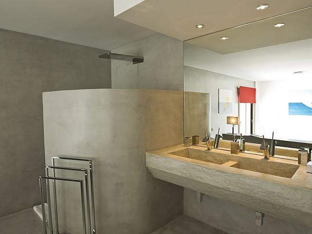 Ванная комната виллы в Кала Салада