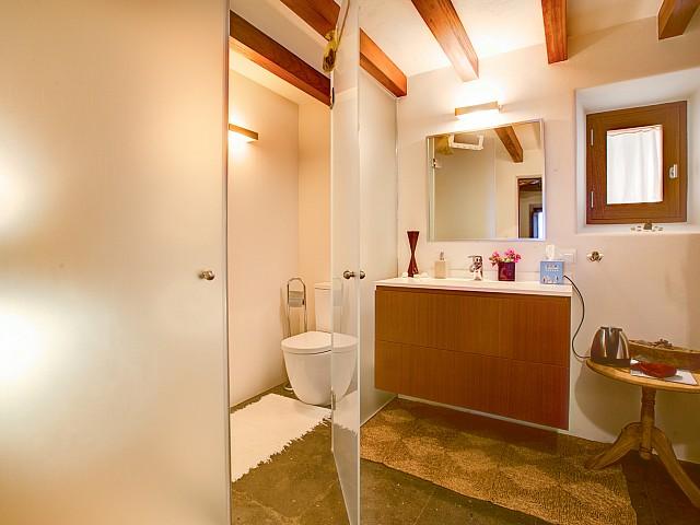 Ванная комната виллы в Кала Нова