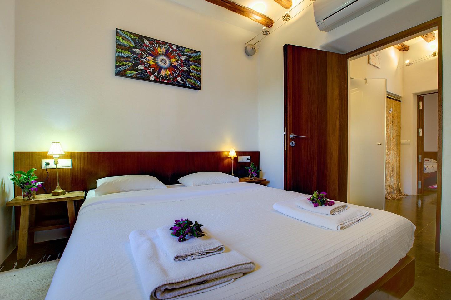 Шикарная спальня виллы в Кала Нова