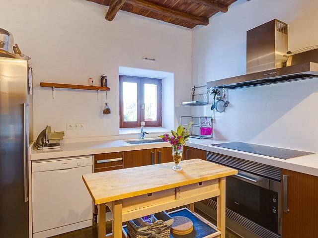 Современная кухня виллы в Кала Нова
