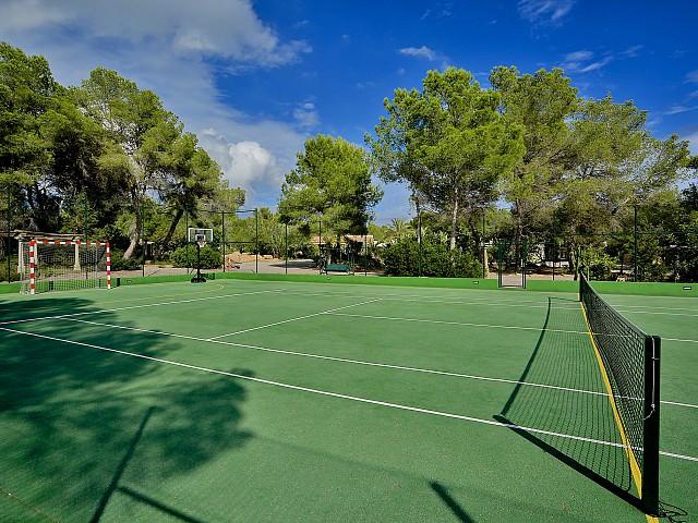 Теннисный корт виллы в Санта Эулалия