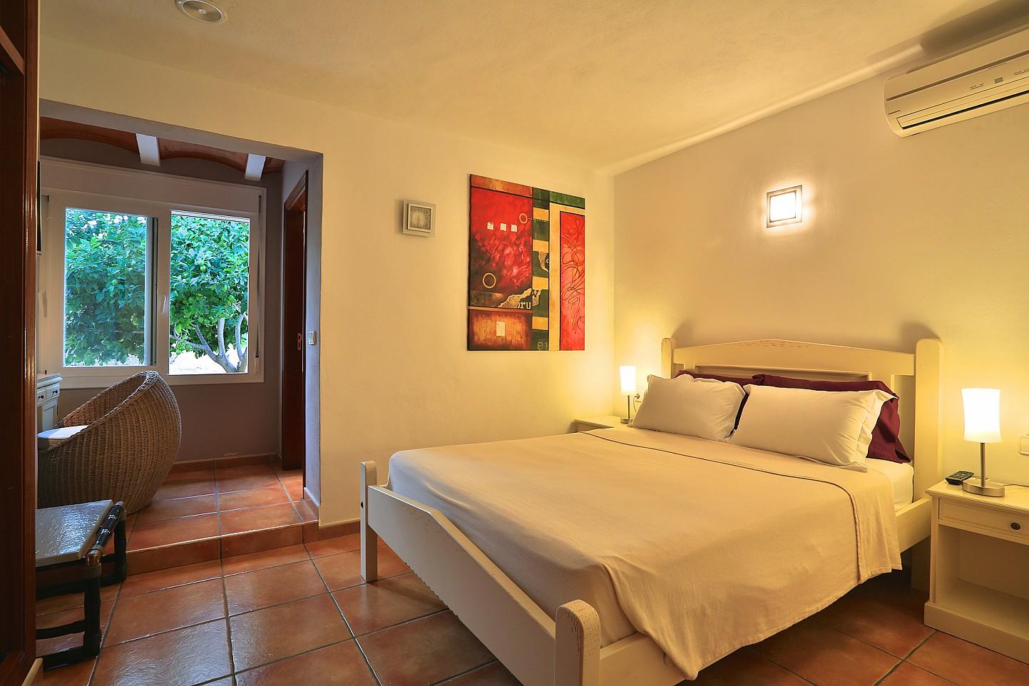 Просторная спальня виллы в Санта Эулалия