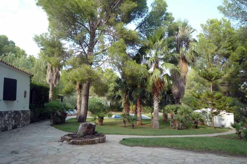 Живописный сад дома в Амелья де Мар