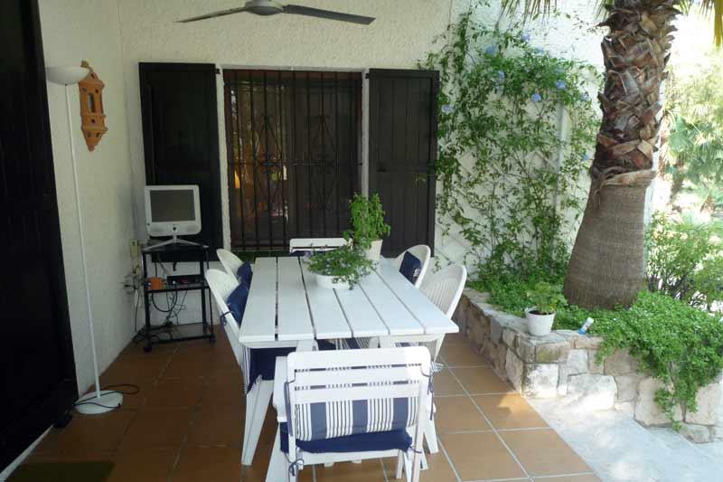 Солнечная терраса дома в Амелья де Мар