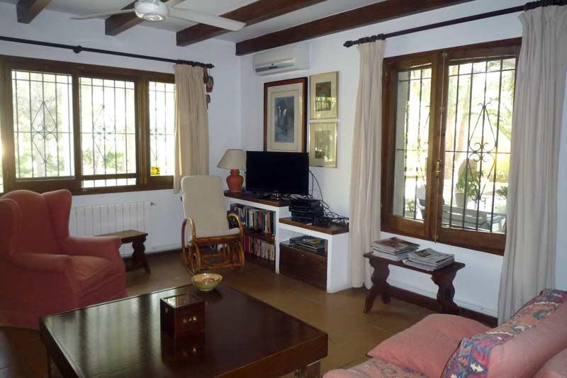 Просторная гостиная дома в Амелья де Мар