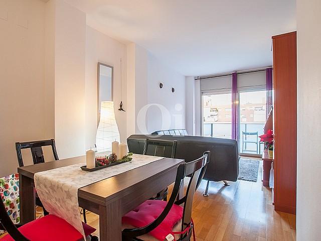 Солнечная гостиная квартиры на продажу в Побленоу