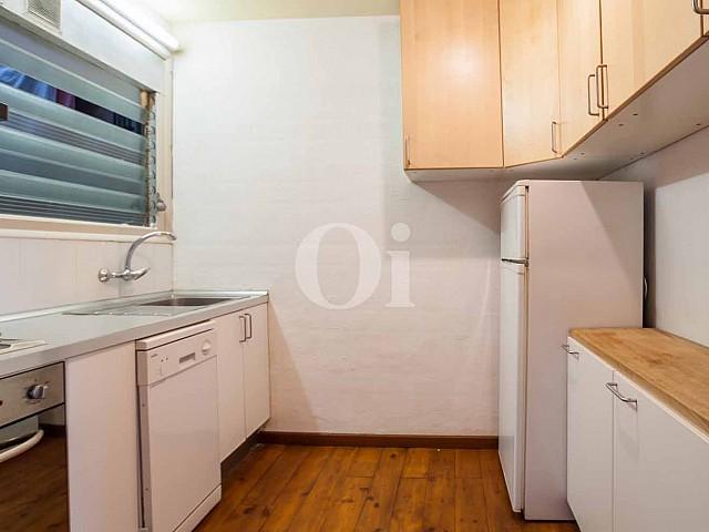 Отдельная кухня квартиры в Форт Пиенк
