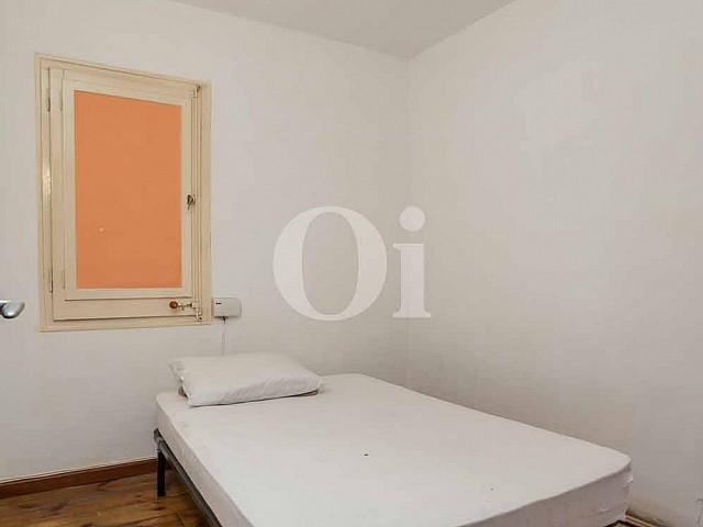 Уютная спальня квартиры в Форт Пиенк