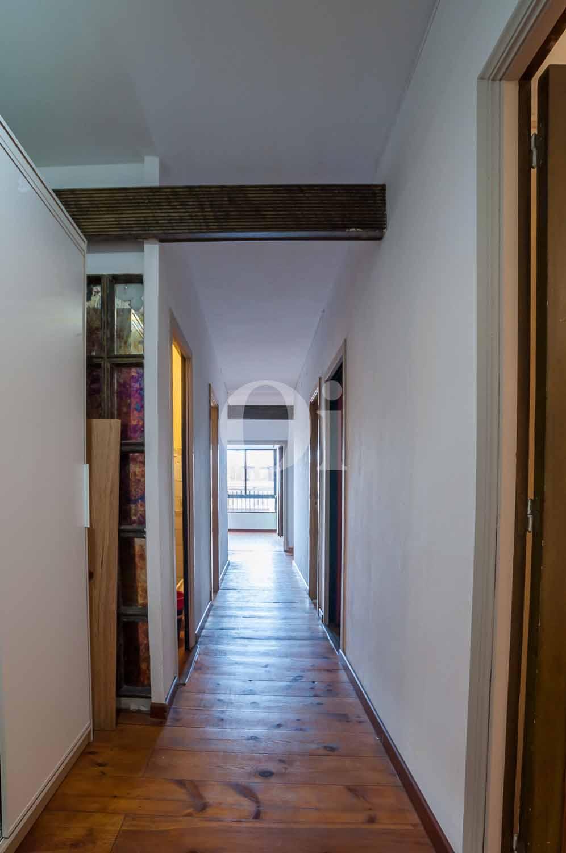 Широкий коридор квартиры в Форт Пиенк
