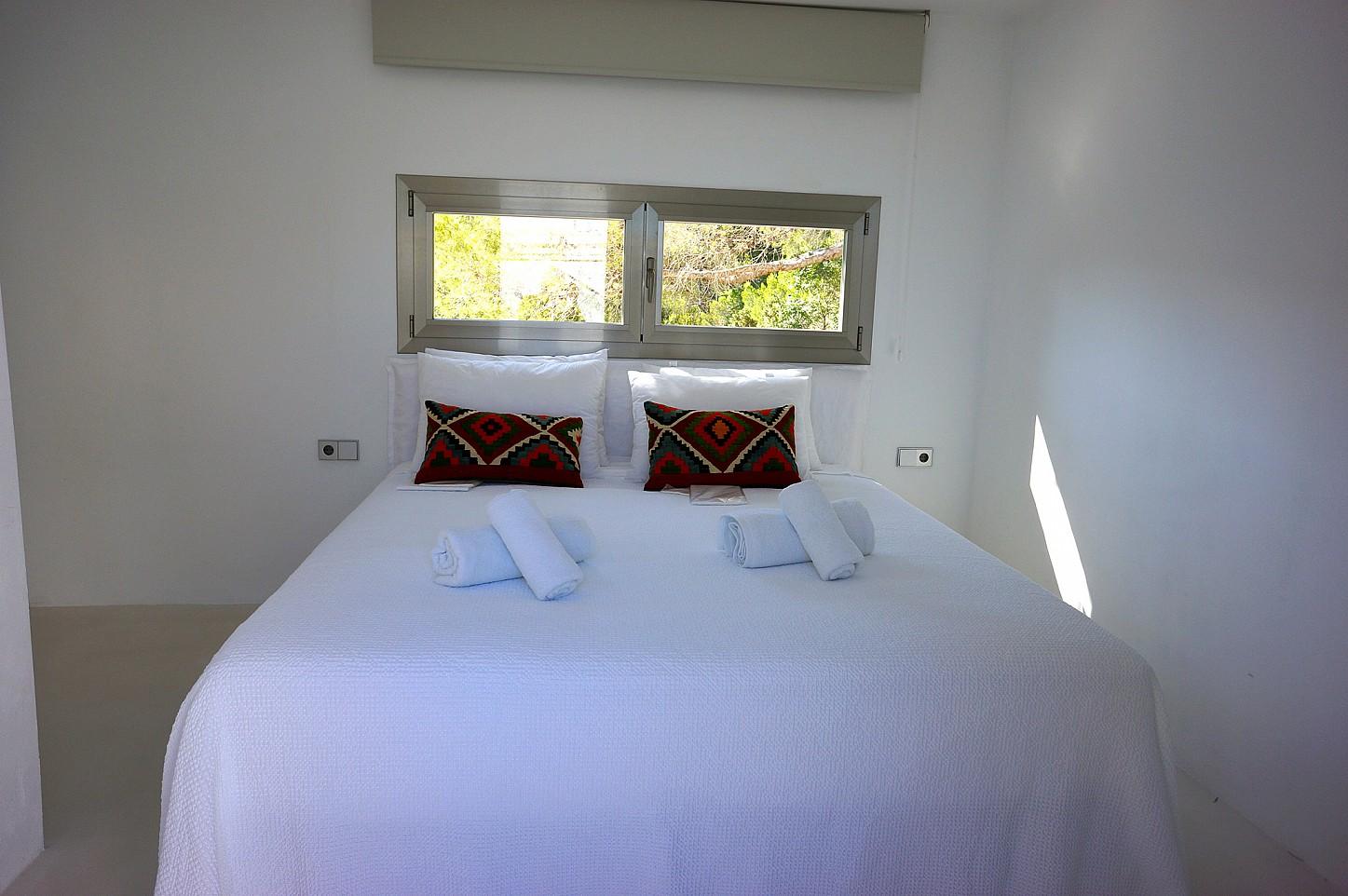 Шикарная спальня виллы рядом с Кала Моли