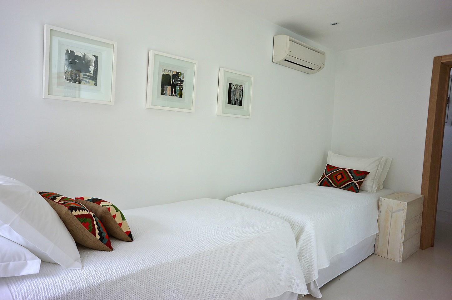 Уютная спальня виллы рядом с Кала Моли