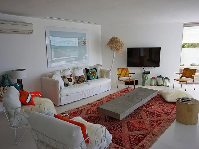 Солнечная гостиная виллы рядом с Кала Моли
