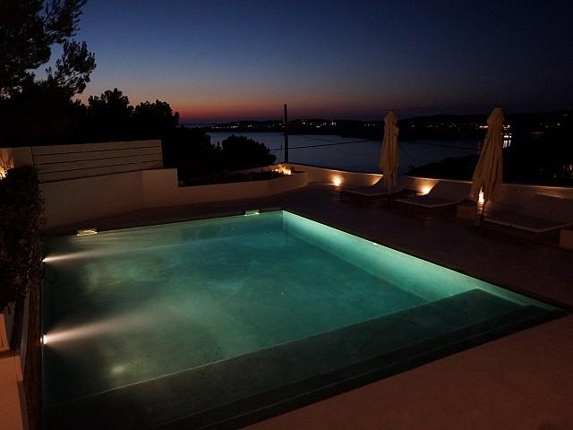 Шикарный бассейн виллы рядом с Кала Моли